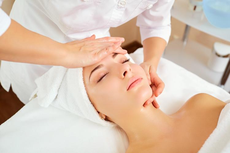 Kosmetikinstitut Lützt - bei einer Massage, die Seele baumeln lassen